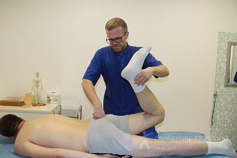 Стреляющая и постоянная ноющая боль в бедре правой или левой ноги причины лечение