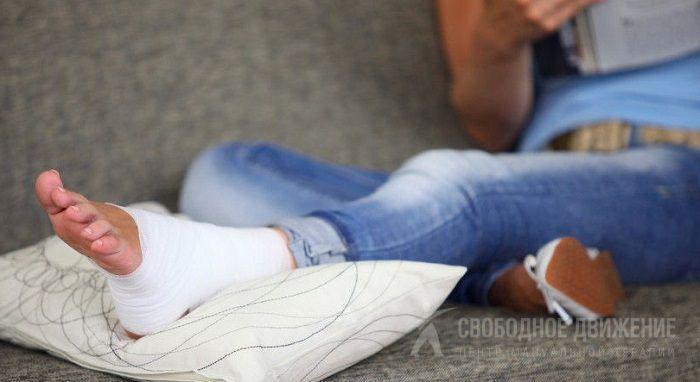 Подворачивается нога в колене при ходьбе причины и лечение