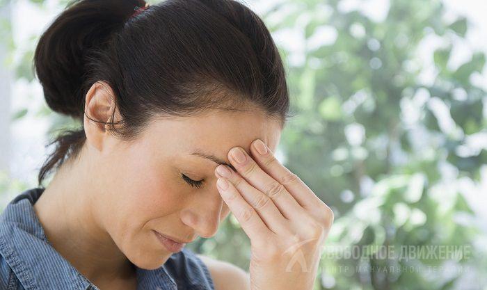 При остеохондрозе шейного отдела кружится голова и болит: что ...